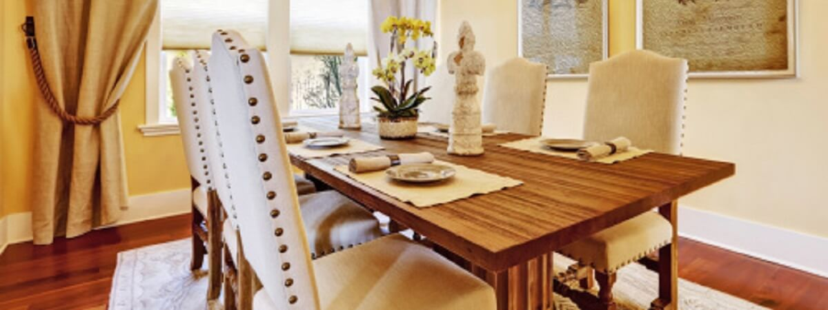 ENTERTAINING GUESTS WITH HARDWOOD FLOORING